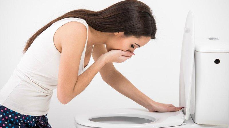 Efek samping konsumsi daun sirsak juga bisa sebabkan mual dan muntah
