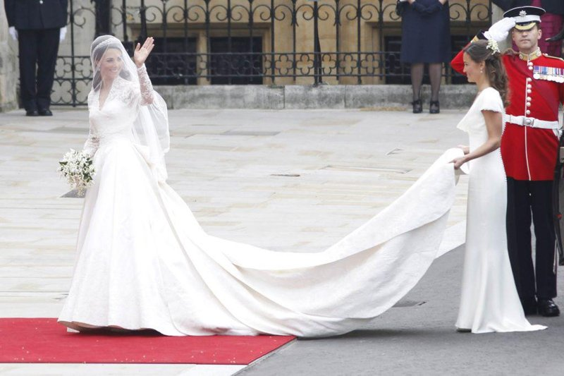 01 this is the second wedding dress kate middleton wore but no one talks about editorial 1310644h david hartley rex shutterstock 1024x683