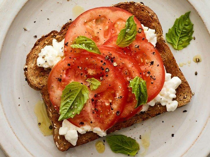 0817-tomato-cottage-cheese-toast.jpg