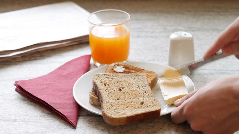 1 jus jeruk dan roti