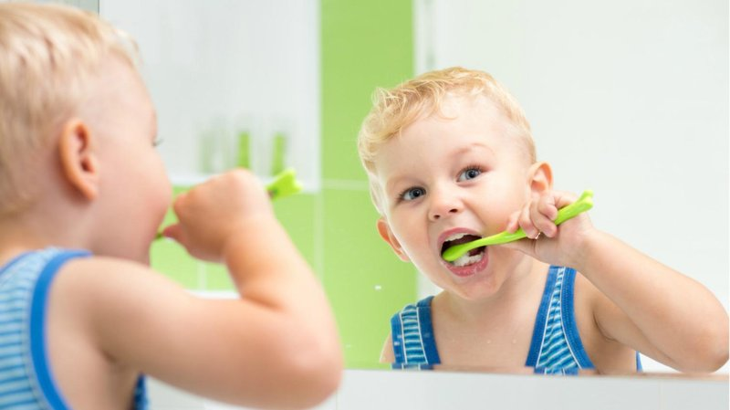 1. menyikat gigi kurang bersih