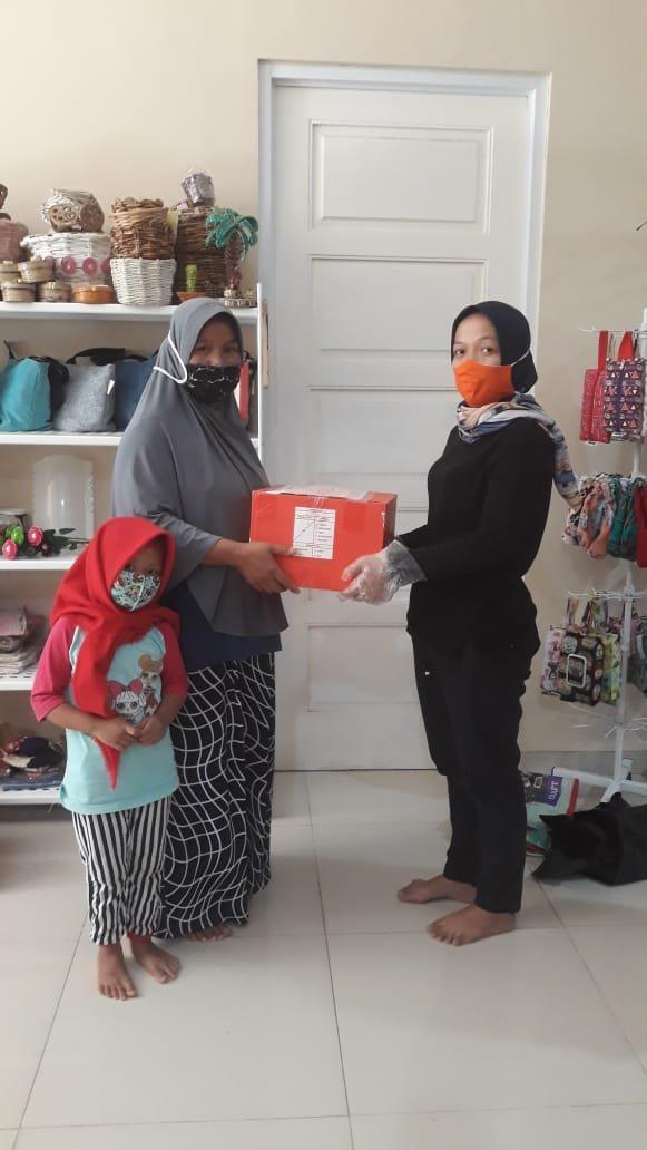 1000 Bantuan Sembako & Keperluan Bayi oleh Orami Community dan Benih Baik, Tersalurkan! 06.jpeg.jpeg