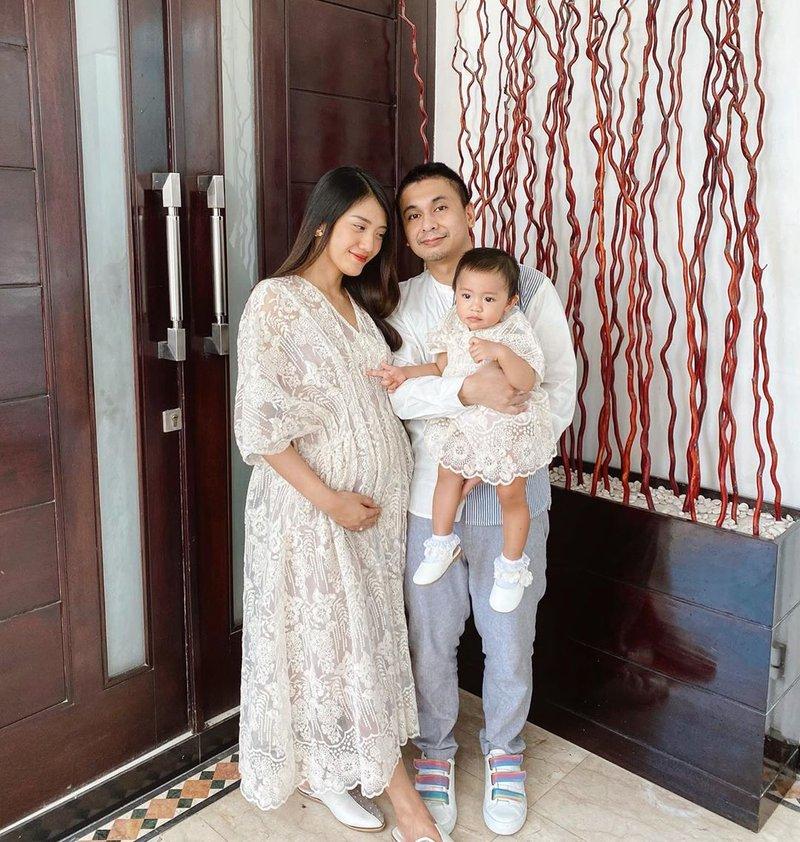 artis yang sedang hamil anak kedua-anissa aziza