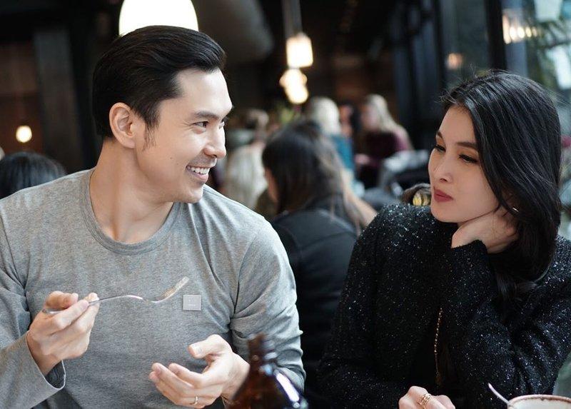 artis yang menikah dengan pengusaha-Sandra Dewi