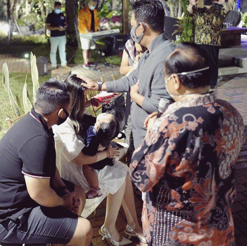 Momo Geisha Ultah Sambil Gelar Rapid Test Buat Keluarga