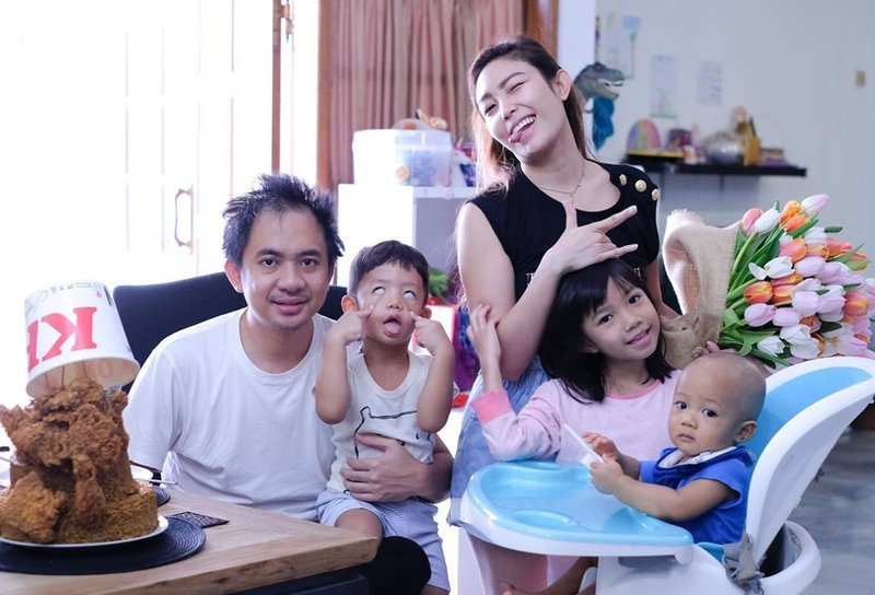 potret Ayu Dewi dan suami-2