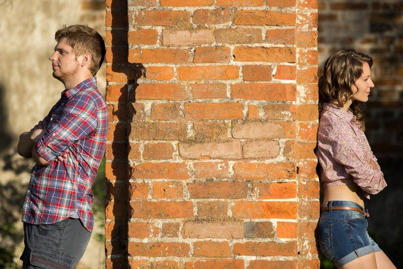 Karena menyembunyikan sesuatu, suami terasa menjauh