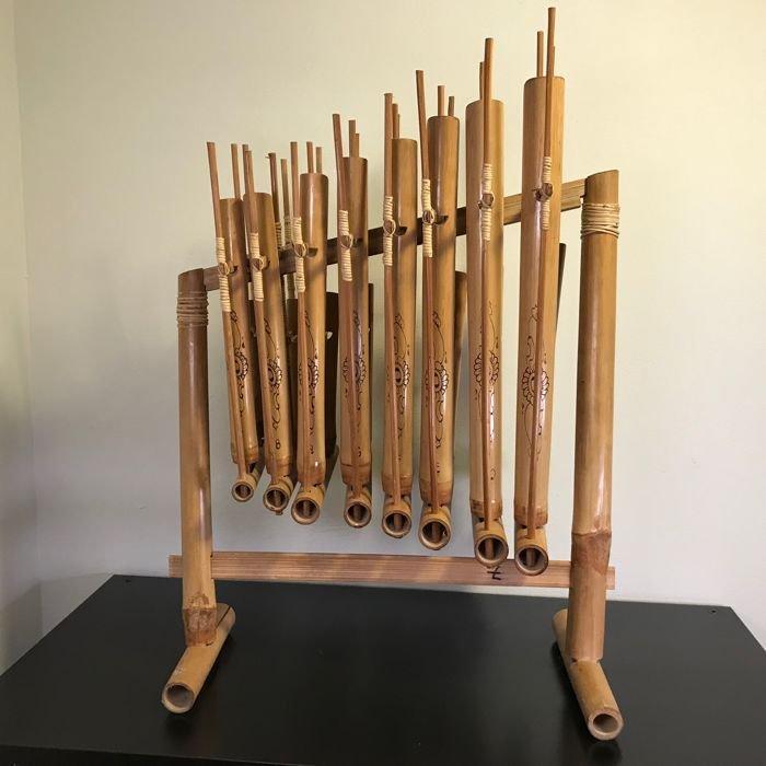 alat musik angklung