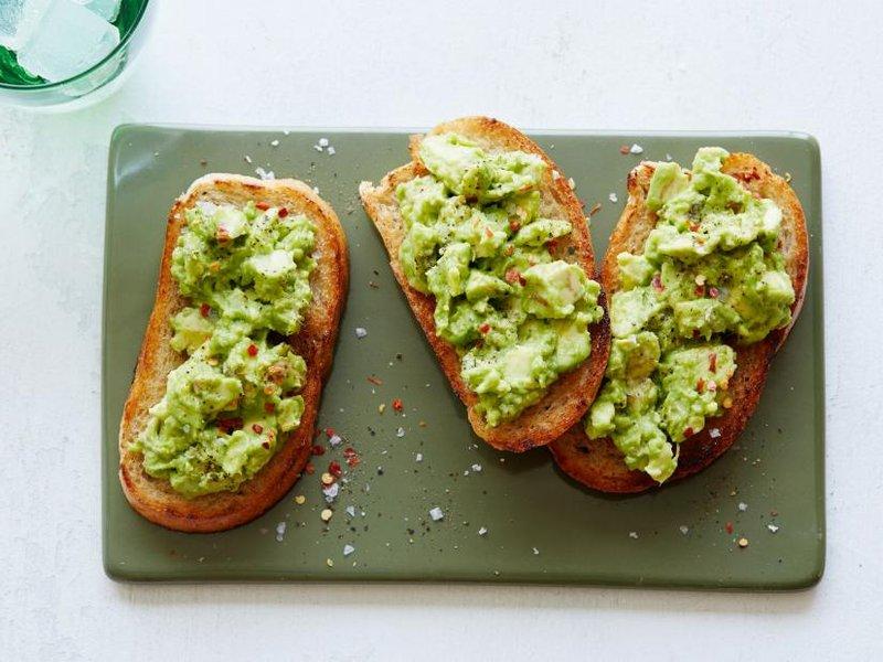 siapa sangka avocado toast dapat menjadi cemilan program hamil yang enak dan mengenyangkan