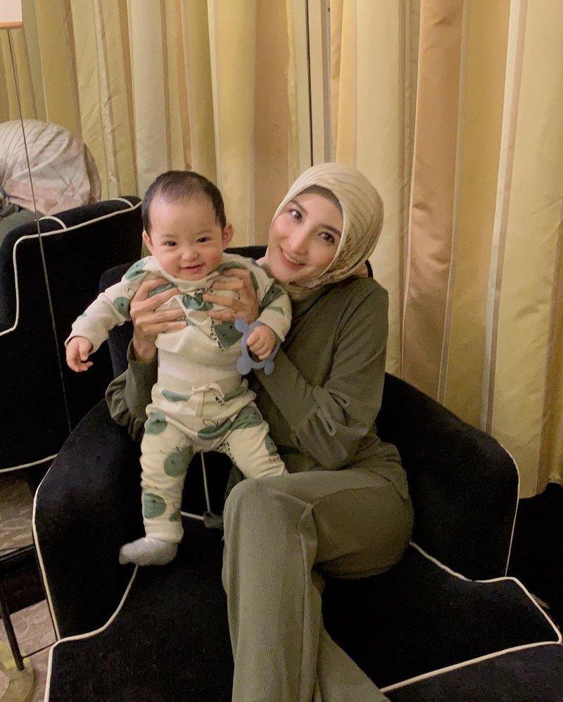 artis yang jadi ibu baru saat puasa-chaca thakya