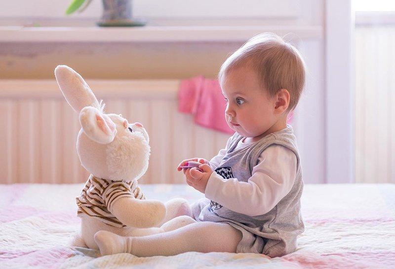Stimulasi yang Tepat untuk Perkembangan Bayi 10 Bulan