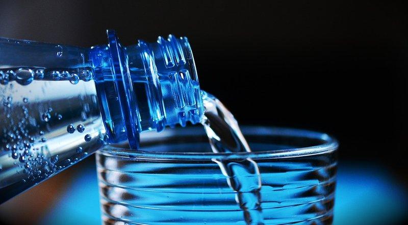 1 - 5 Mitos Air Minum yang Masih Dipercaya Banyak Orang.jpg