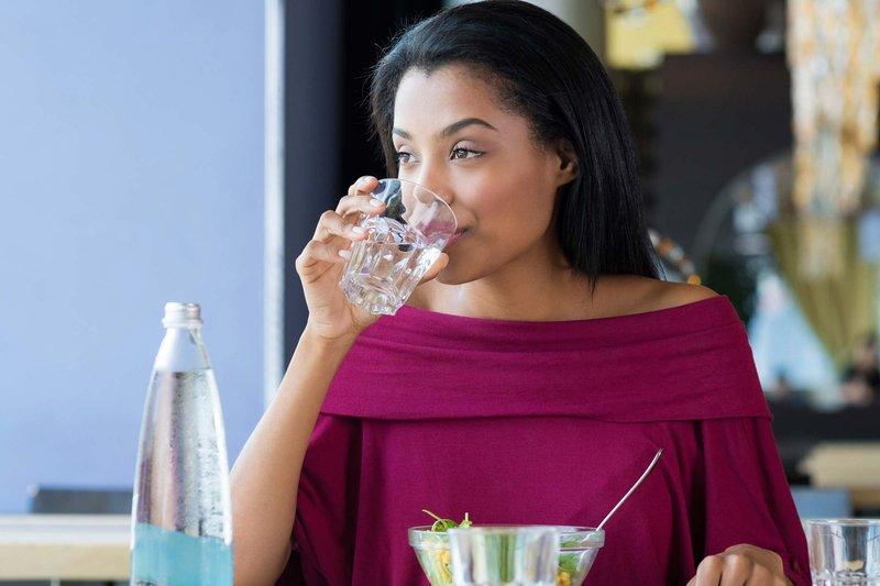 1 - Minum air terlalu banyak bisa sebabkan keracunan air ini tandanya.jpg