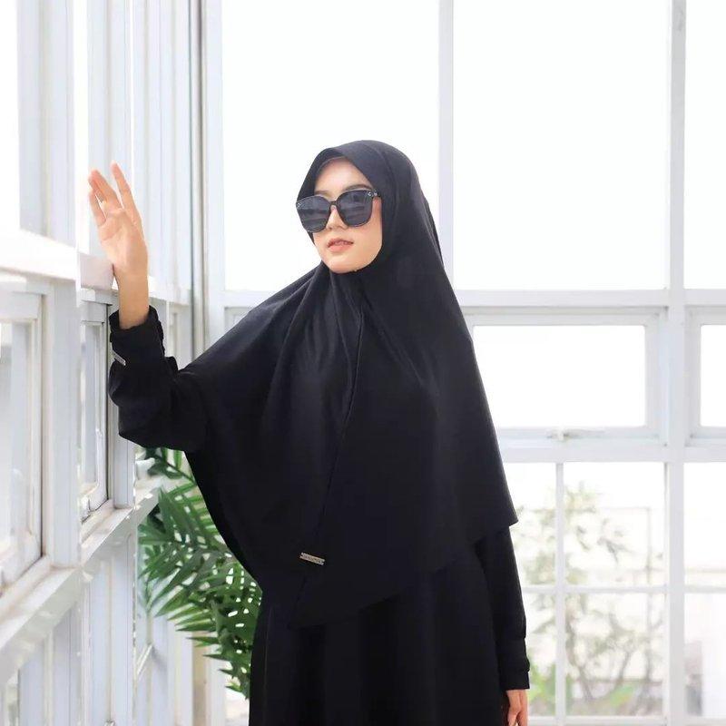 warna jilbab yang bikin wajah putih
