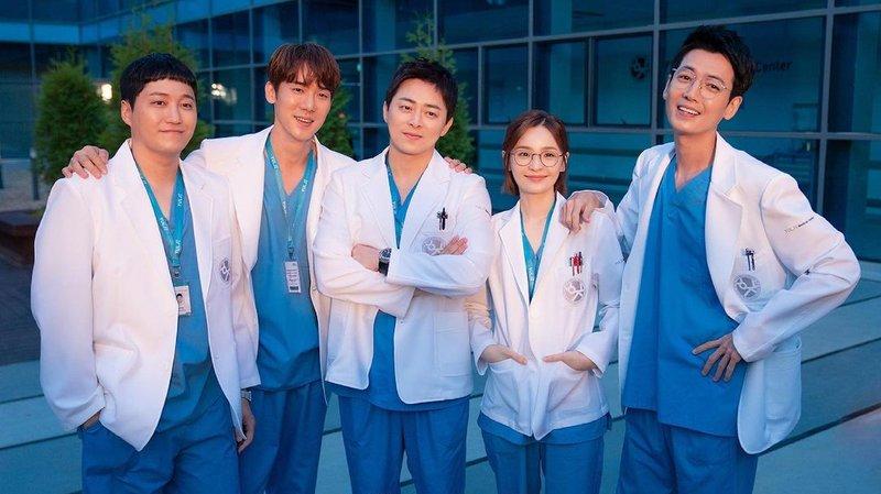 Rekomendasi Drama Korea 2021 - Hospital Playlist 2