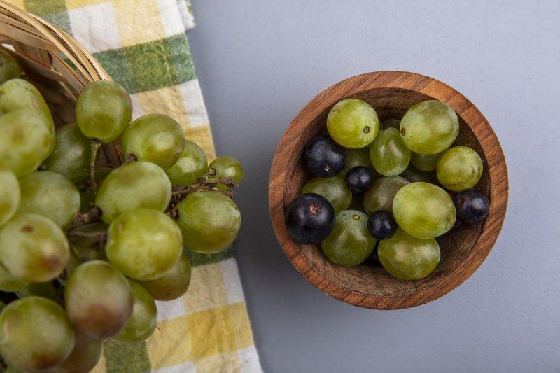Anggur mengandung antioksidan, sehingga membantu mencegah kanker