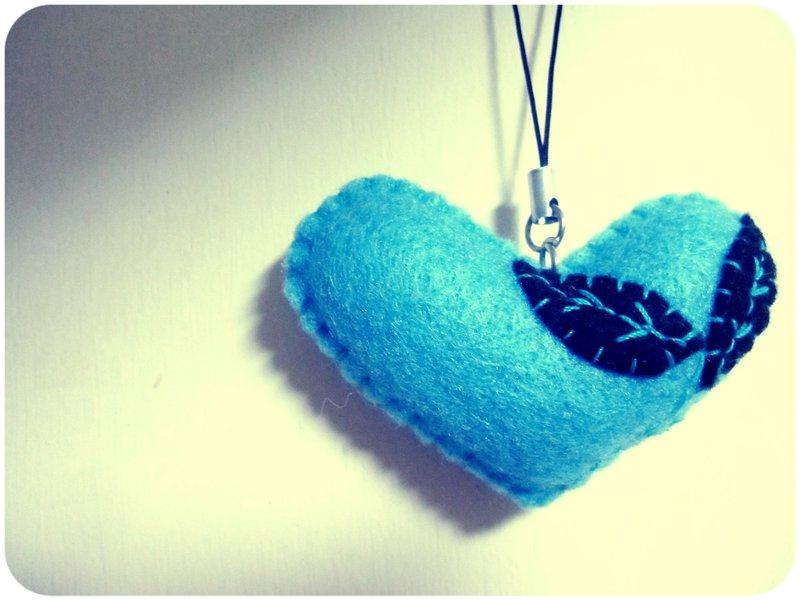 cara membuat gantungan kunci dari kain flanel bentuk love