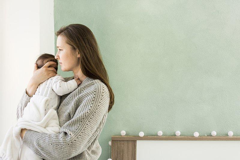 Cara Menggendong Bayi dengan Sendawakan.jpg
