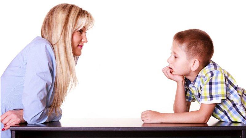 2 bicara dengan nada yang tenang