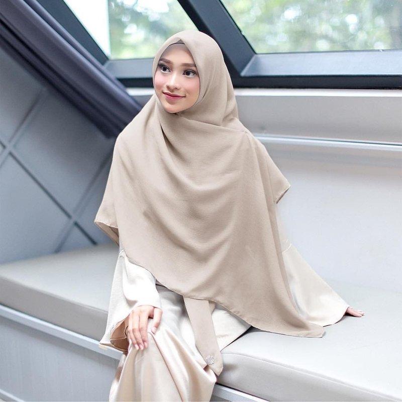 warna jilbab yang bikin wajah putih cokelat