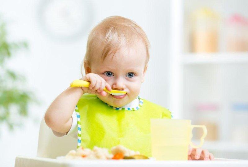 3 bayi makanan