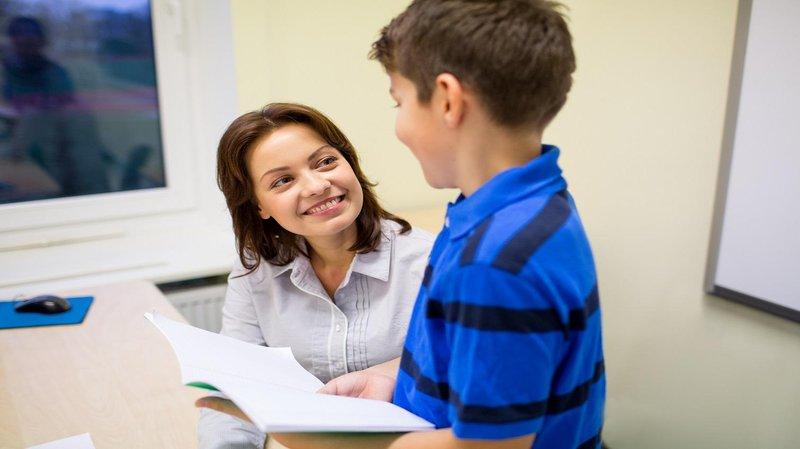 3 guru ngobrol dengan murid