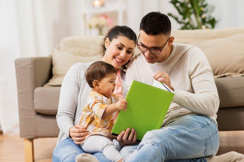 Manfaat membacakan Dongeng untuk anak