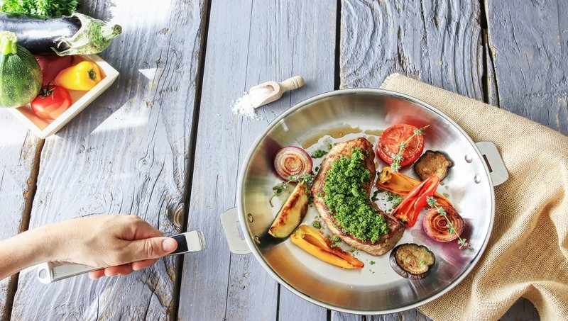 3 Alternatif Wajan Anti Lengket Yang Aman Untuk Memasak Makanan Anak 3.jpg