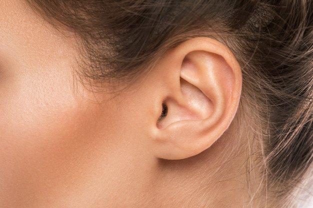 menghilangkan benjolan di telinga