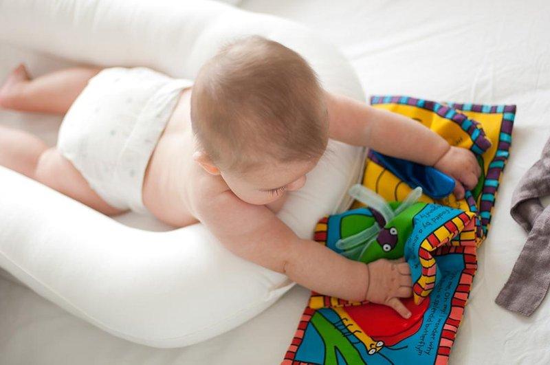 3 Bagaimana Jika Bayi Tidak Menyukai Tummy Time.jpg
