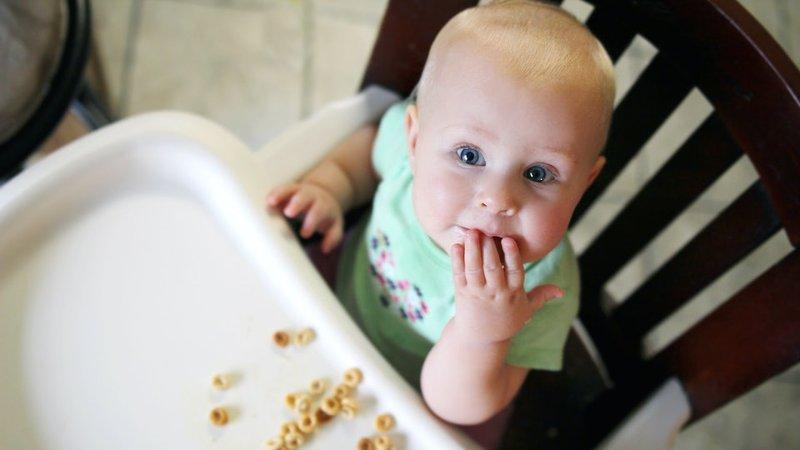 3 Cara Ini Akan Menjaga Bayi Tetap Aman Saat Makan Sendiri -1.jpg