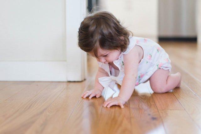 3 Cara Membantu Bayi Merangkak.jpg