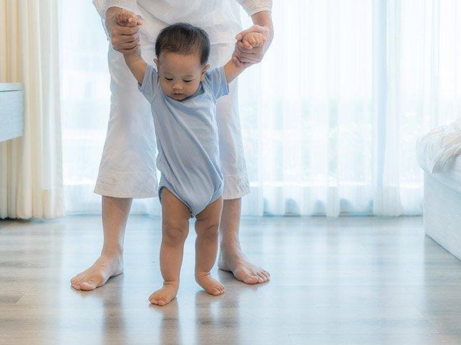Ini 4 Cara Mempersiapkan dan Merangsang Bayi Berjalan -4