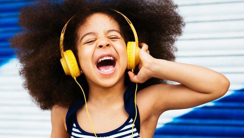 3 Tips Aman Menggunakan Headphone Untuk Anak 1.jpg