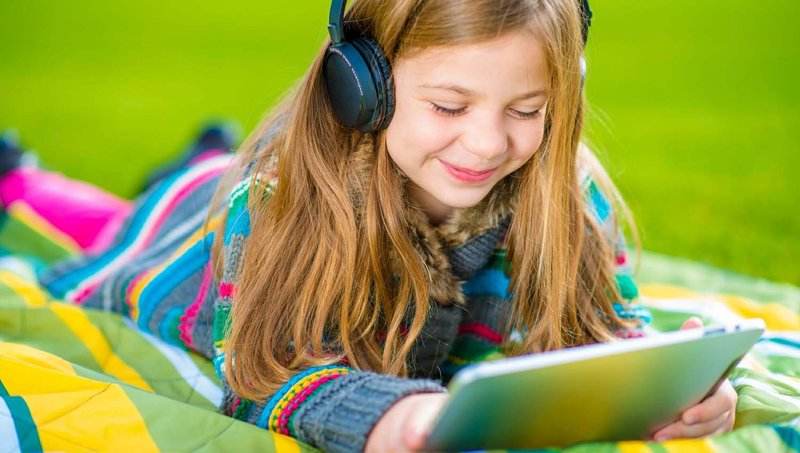 3 Tips Aman Menggunakan Headphone Untuk Anak 3.jpg