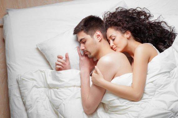 3 Topik Pillow Talk yang Sebaiknya Dihindari Setelah Berhubungan Seks 01.jpg