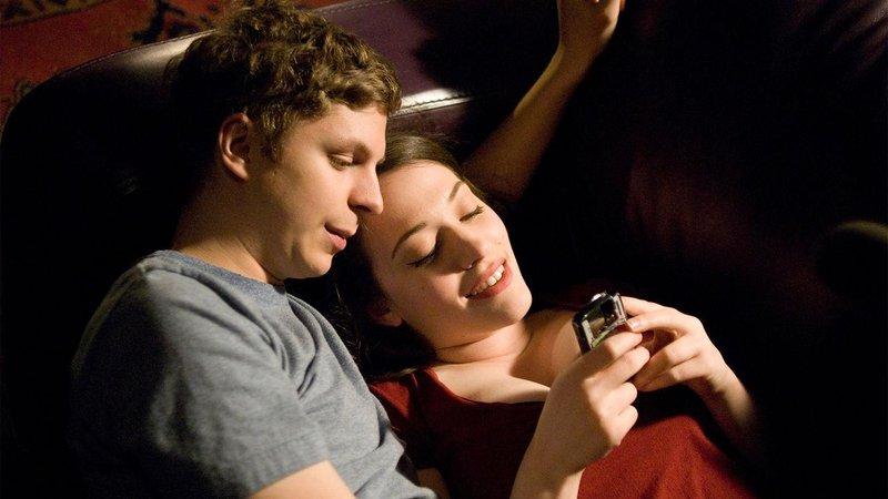 3 cara menghadapi suami introvert 4