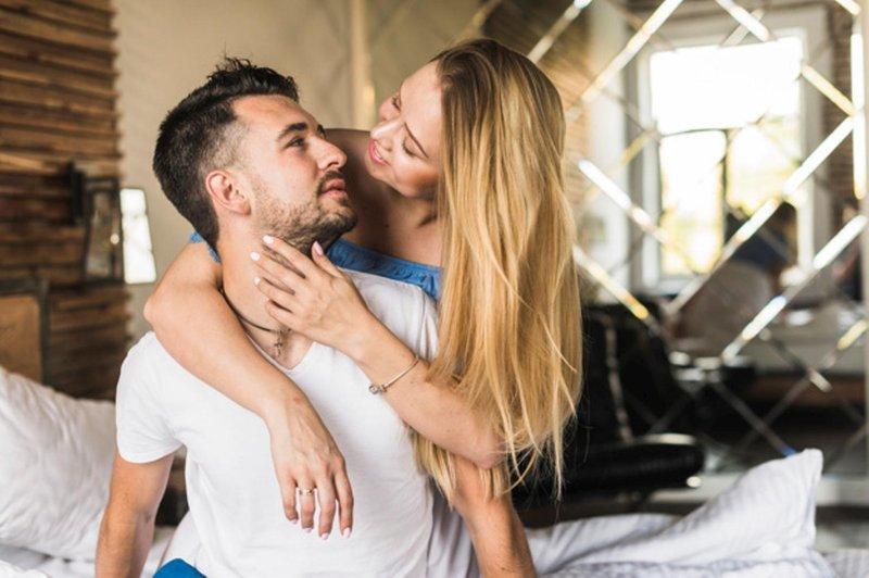 Tanda Suami Menjaga Komitmen