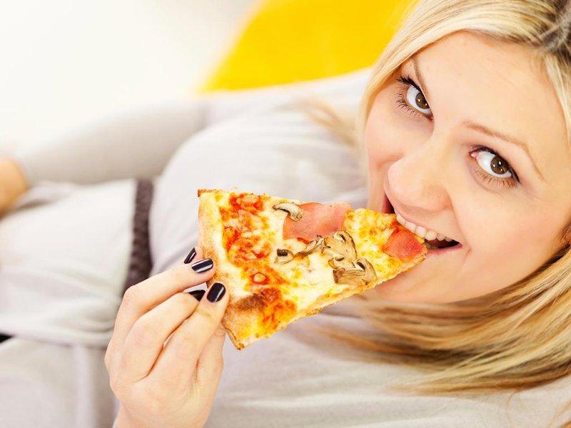 3 makanan yang menjadi pantangan untuk ibu hamil 3
