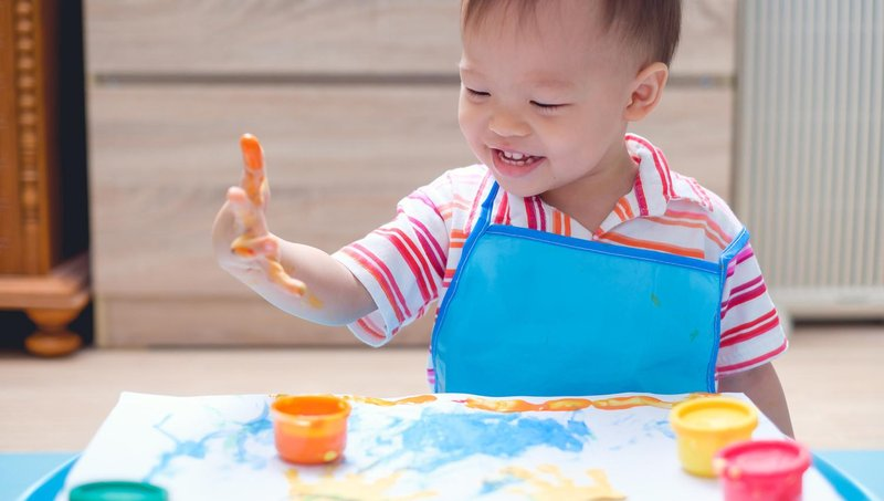 3 resep cat ramah anak untuk balita yang suka finger painting 3