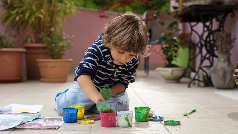 3 resep cat ramah anak untuk balita yang suka finger painting 2