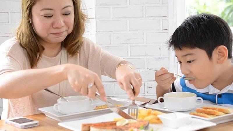 3 tips atasi anak yang melakukan gtm (gerakan tutup mulut) 4