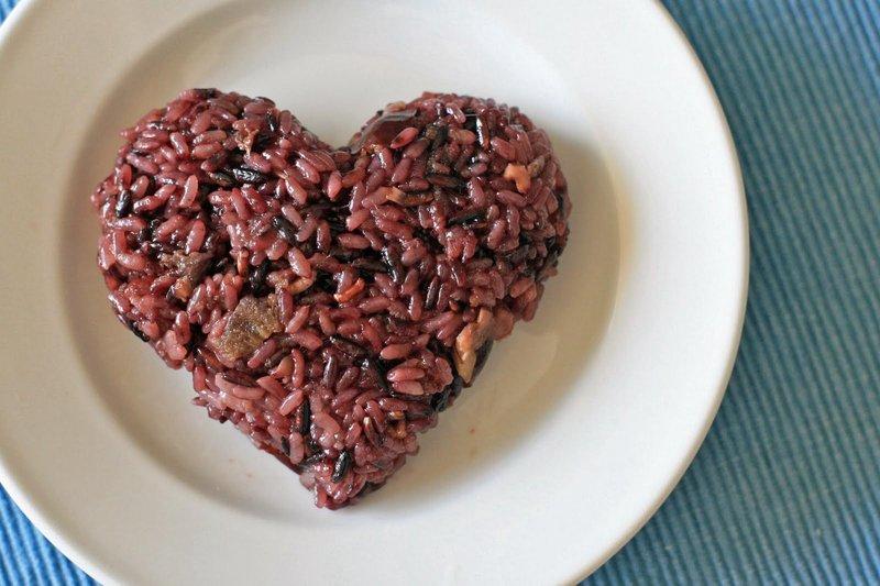 Manfaat beras merah bagi kesehatan jantung diperoleh karena kandungannya yang kaya akan selenium