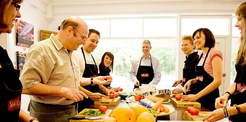 4. guru memasak