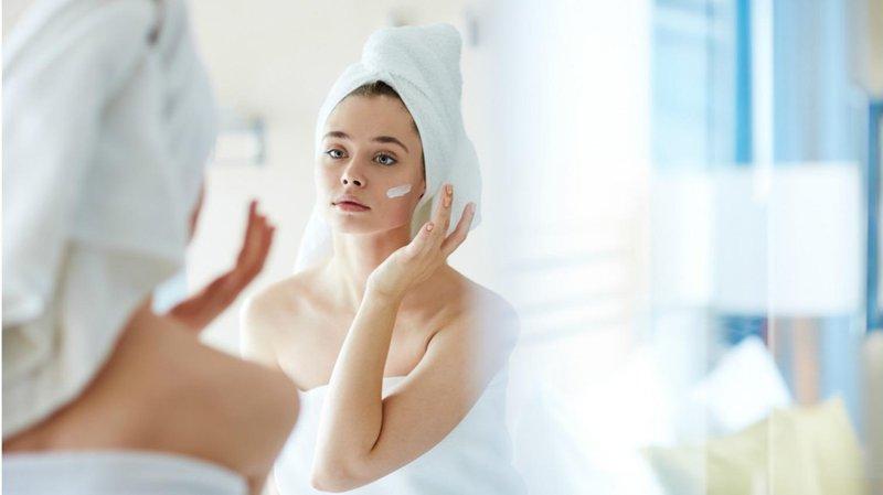 4. tetap gunakan moisturizer