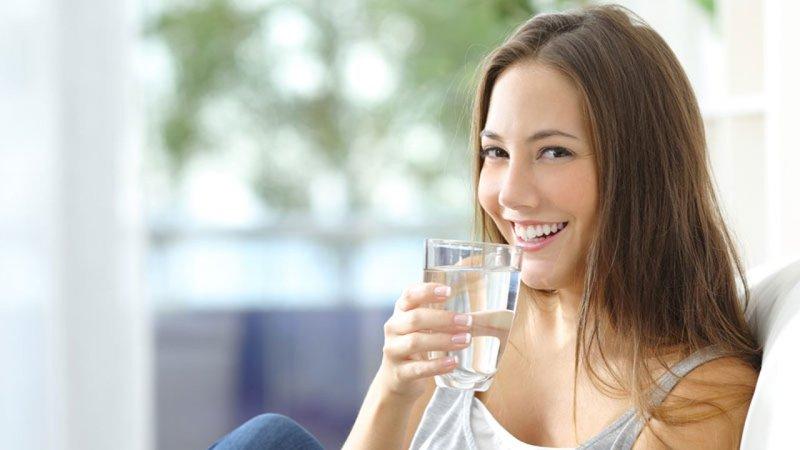 4 - 5 Mitos Air Minum yang Masih Dipercaya Banyak Orang.jpg