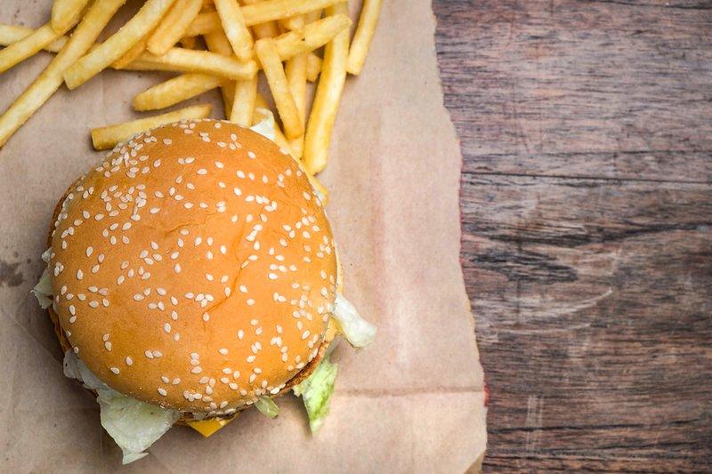 4 - Makanan yang Bisa Bikin Jerawat Makin Parah.jpg