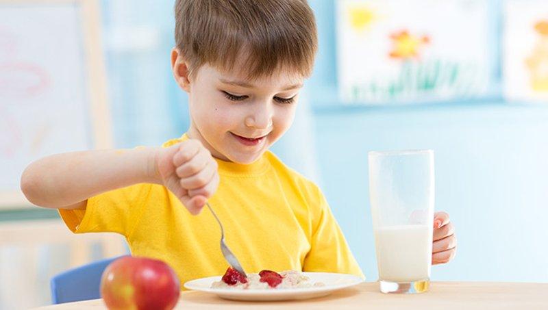 4 Cara Menghindari Perut Balita Kembung Setelah Makan 02.jpg