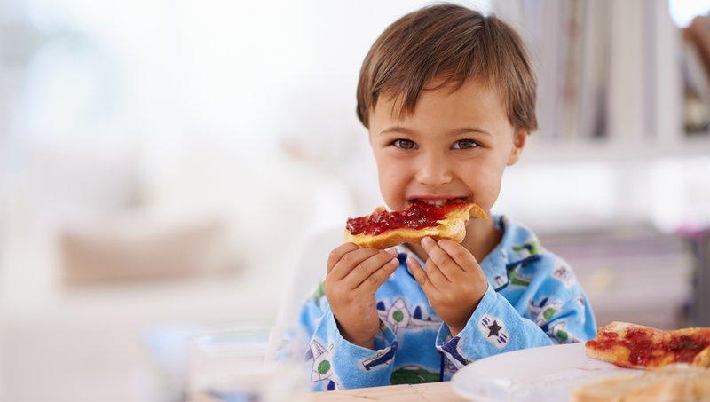 4 Cara Menghindari Perut Balita Kembung Setelah Makan 04.jpg