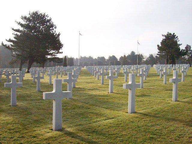 4 Hal yang Harus Dipersiapkan Saat Membawa Balita ke Pemakaman 04.jpg